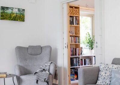 Hemma hos Åsa och Viktor Bibliotek, AChoice stenhus