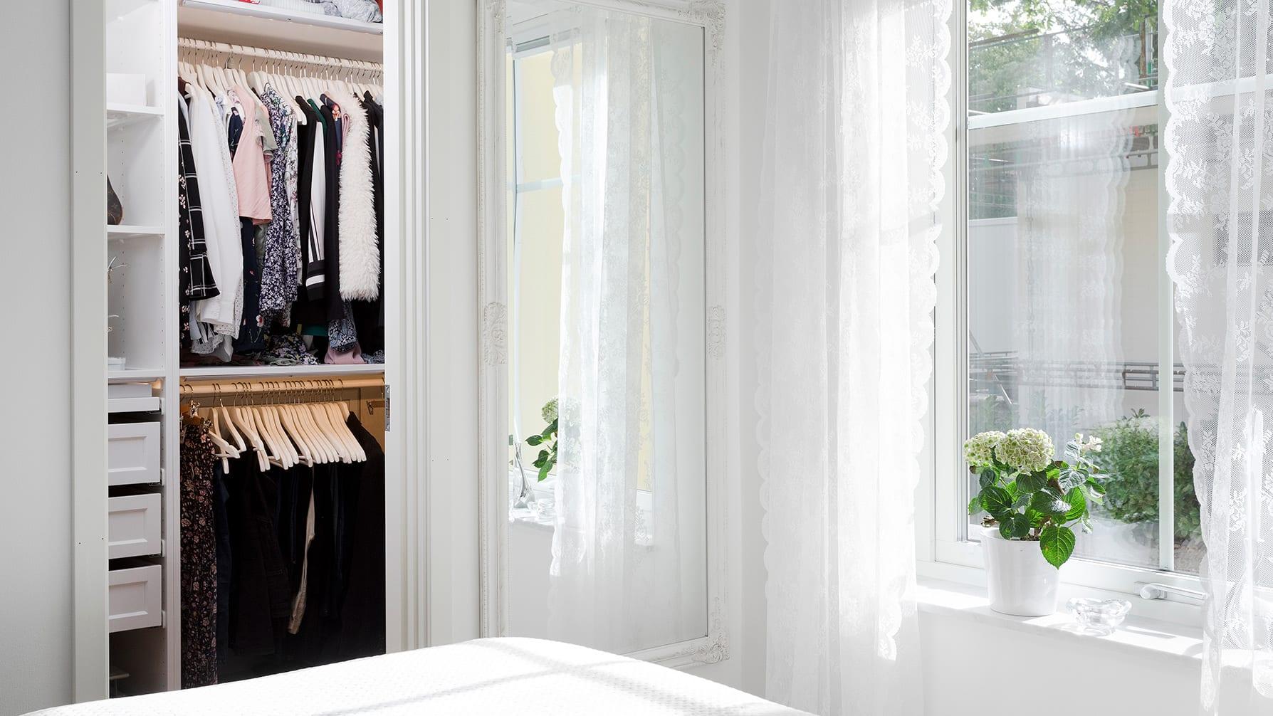 Hemma hos Åsa och Viktor Sovrum, walk in closet, AChoice stenhus